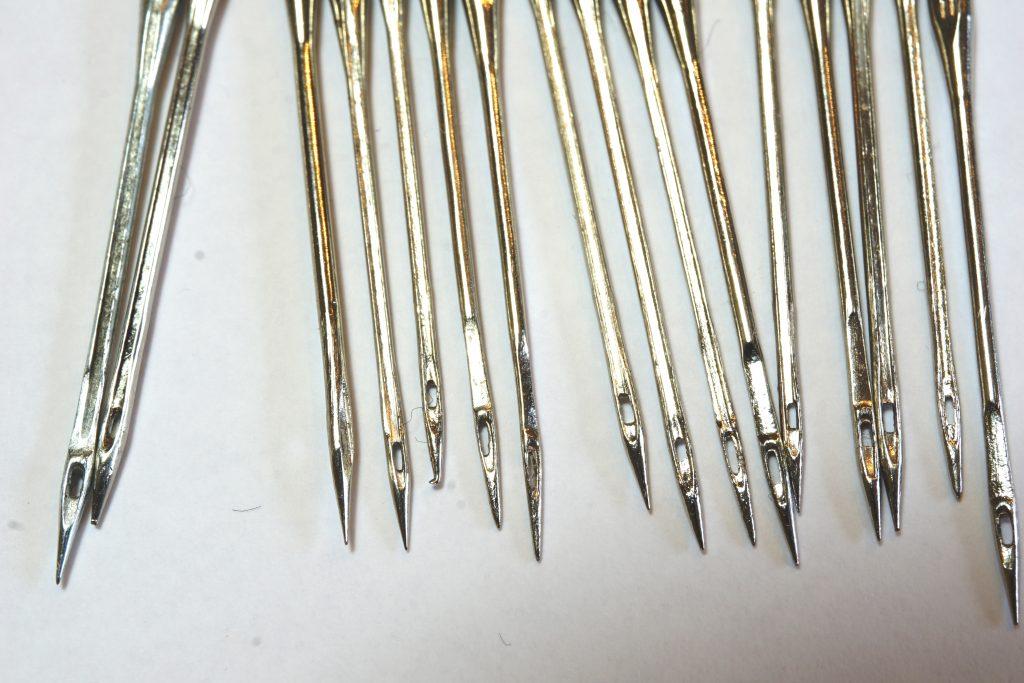 Viele Nähmaschinen-Nadeln