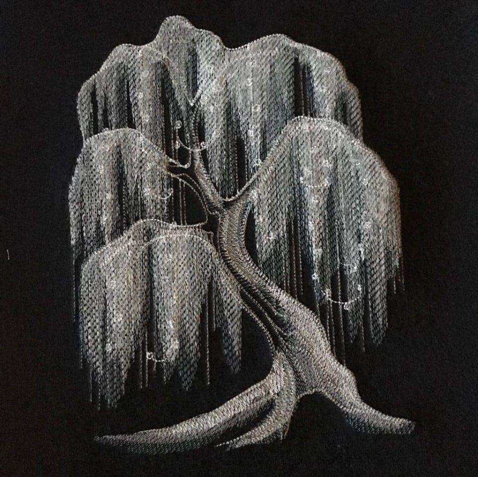 Trauerweide-Stickmotiv-nachtleuchtendes-Stickgarn(3)