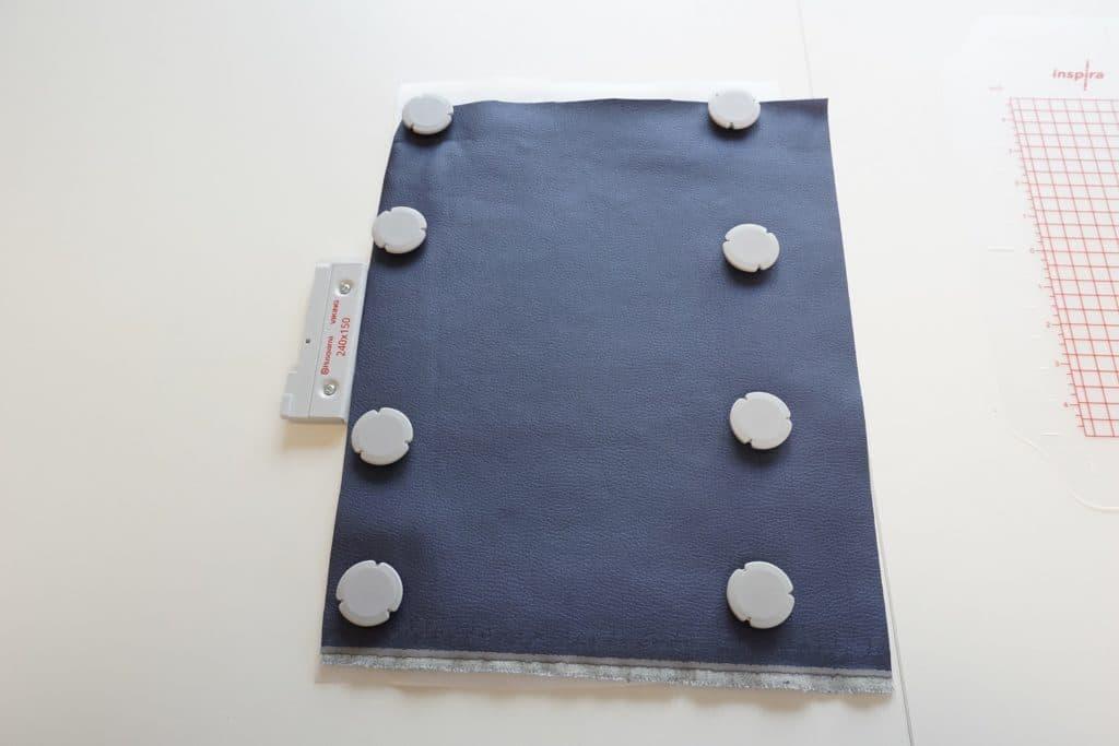 Metallrahmen mit acht Magneten