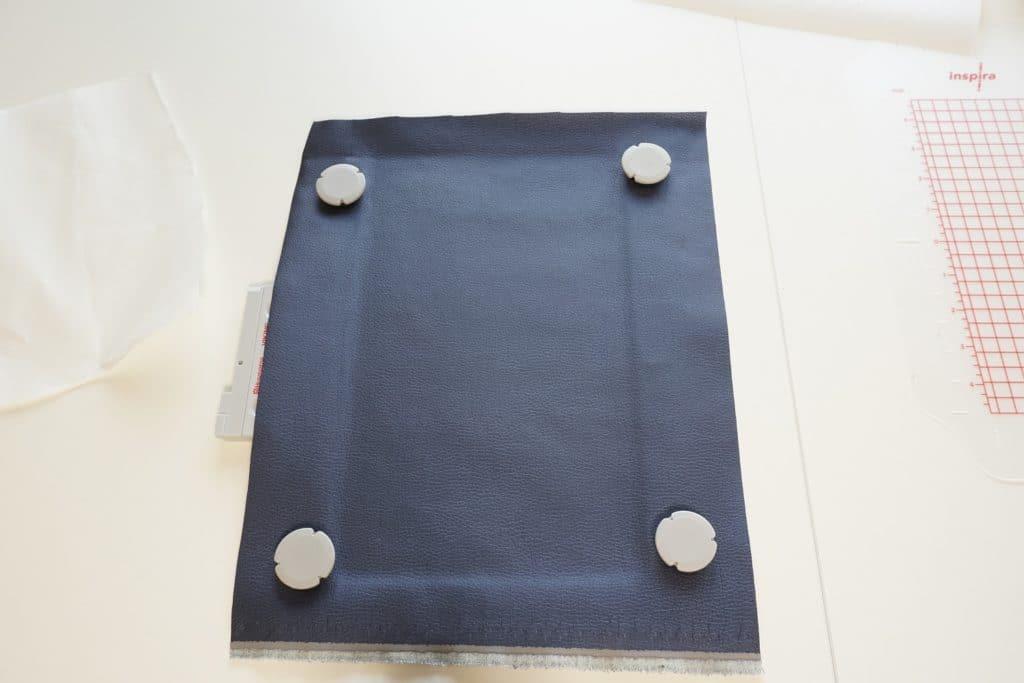 Metallrahmen mit Magneten und Klebevlies