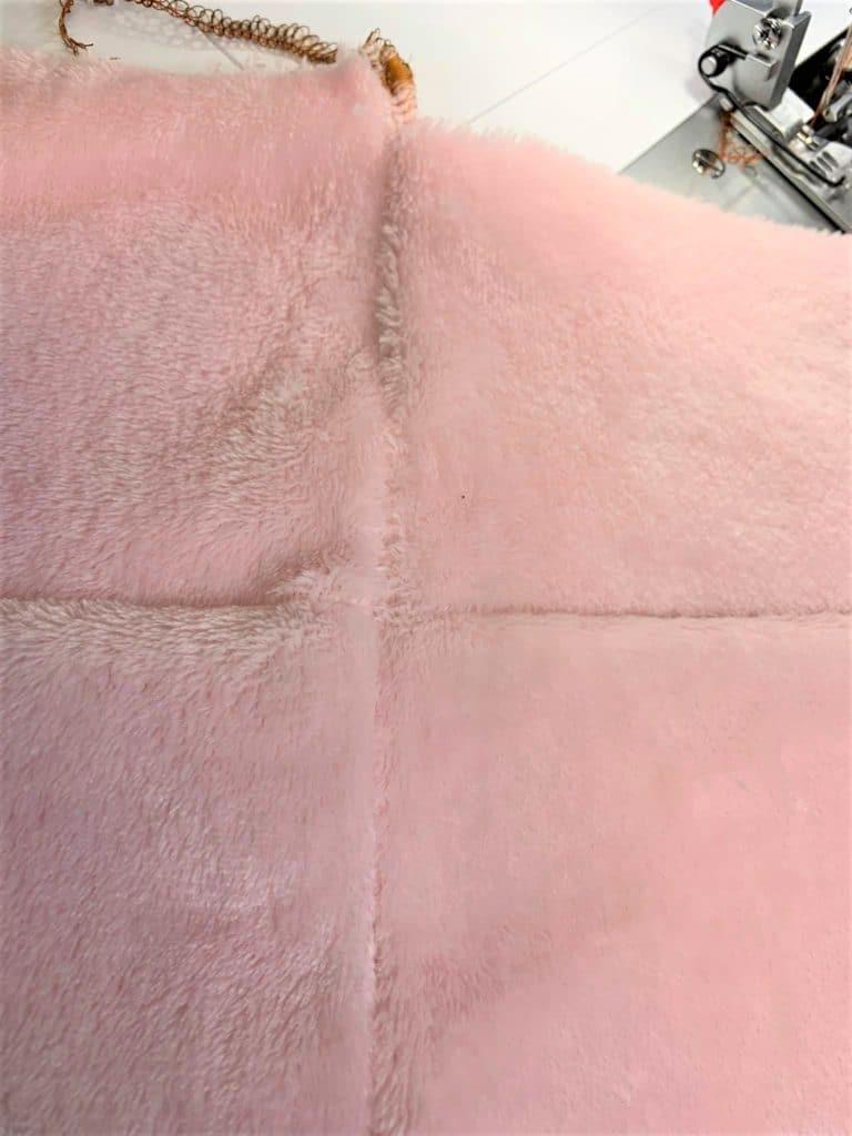 Nahtkreuzung Overlock Fleece